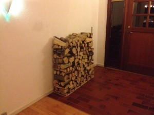 20140216-decorating-with-firewood